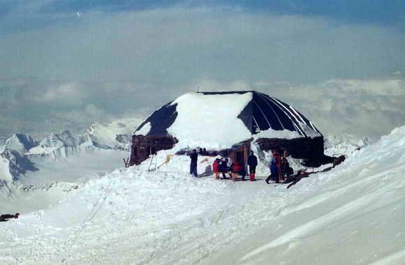 """Восхождение на Эльбрус с юга. Приют """"Дизель-хат"""""""
