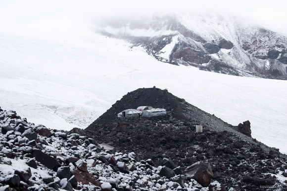 Восхождение на Эльбрус с севера. Северный приют, Хижина Олейникова
