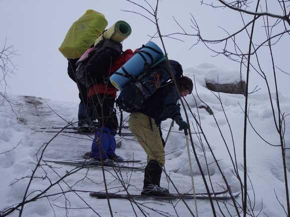 Туристы-лыжники