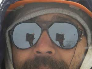отражеие туристов в очках