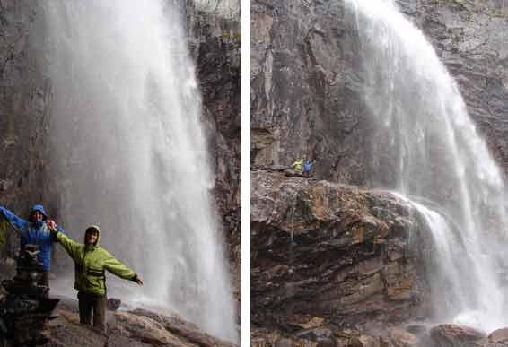 Люди на водопаде Вайкис