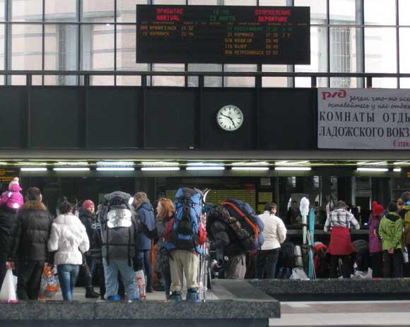 Ладожский вокзал СПб. Перед посадкой в поезд СПб-Мурманск
