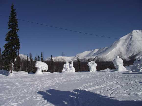 Снежные скульптуры в Снежной деревне