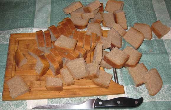 Как правильно резать хлеб на сухари