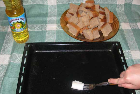 Смазка противеня растительным маслом