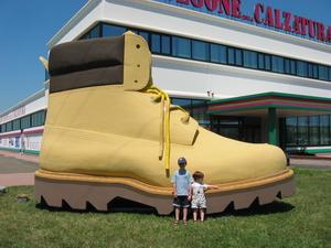 Большой треккинговый ботинок