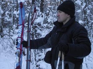 Лыжи обмотанные репшнуром для подъема на лыжах в гору