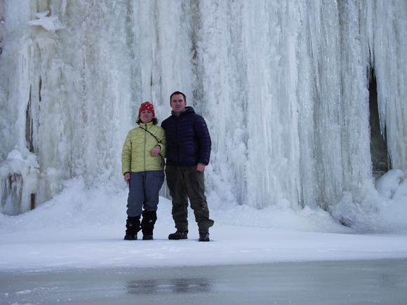 Ледяной водопад мраморного карьера Рускеала