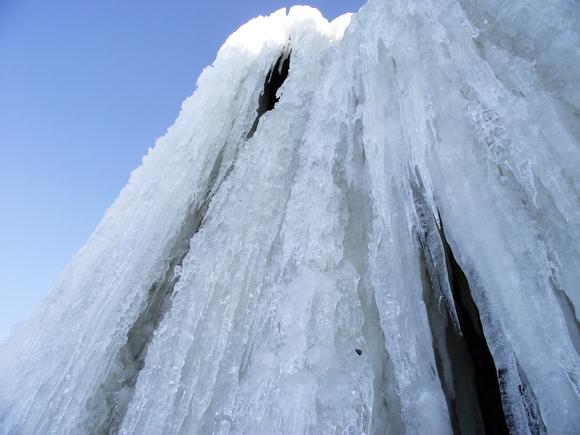 Хрустальный водопад мраморного карьера Рускеала