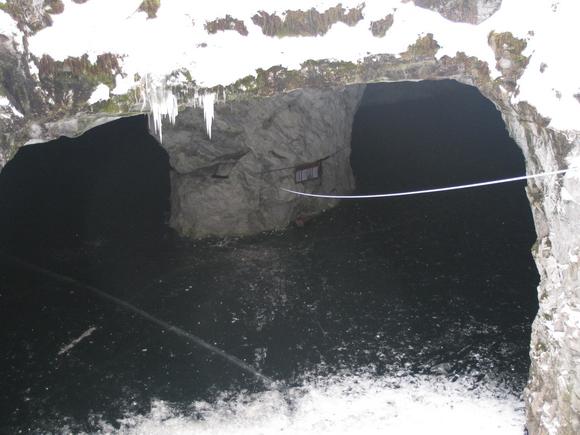 Мраморный каньон рускеала зимой. Провал