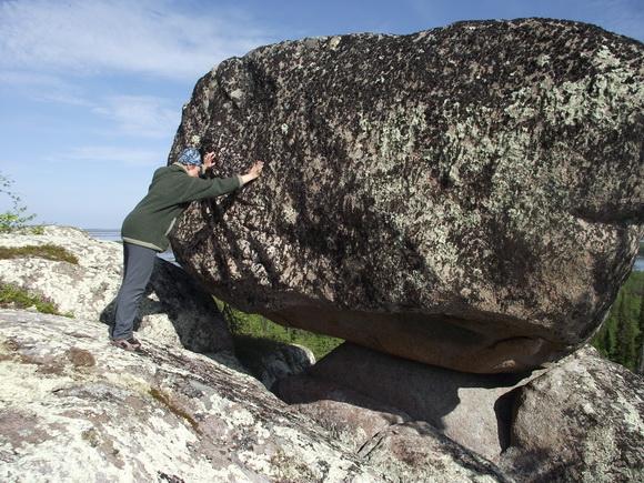 Сейд Летучий камень в центре Кольского полуострова
