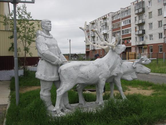 поселок Ловозеро, скульптурная группа