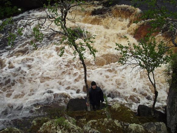 У водопада Падун