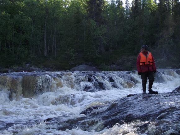 У водопада на реке Серге, Кольский полуостров.