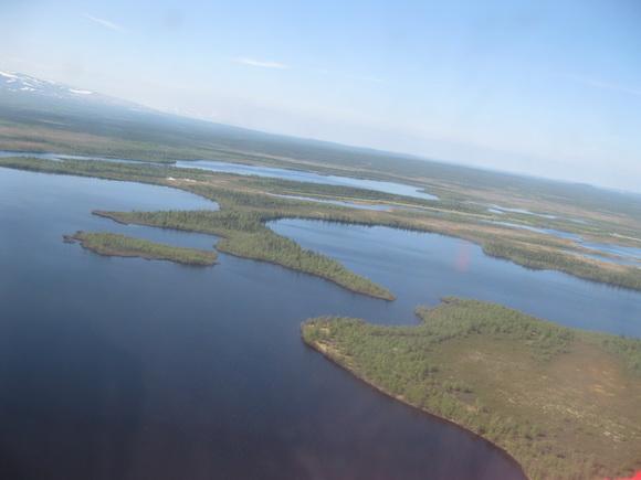 Вид из иллюминатора вертолета пос. Ловозеро - пос. Краснощелье