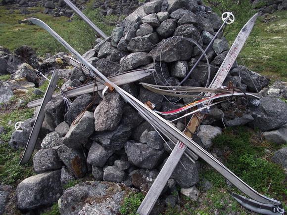 Ловозерские тундры. Памятник погибшим белорусским лыжникам