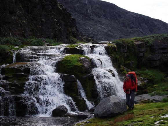 Ловозерские тундры, каскад водопадов в ущелье ручья Мурнуай