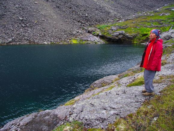 Озеро с мертвой водой в ущелье Мурнуай