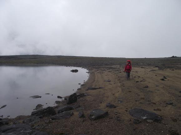 Озеро на горе Маннепахк в Ловозерских тундрах