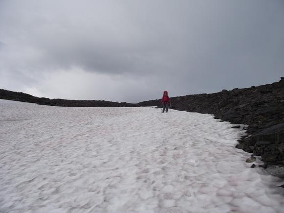 Снежник на перевале Чивруай, Ловозерье