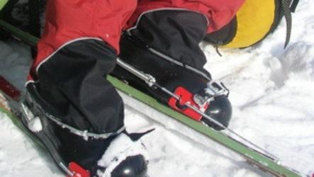 Туристические бахилы: как защитить ноги от промокания в лыжном походе?