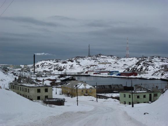 Разрушенные дома на въезде в Териберку - Лодейное