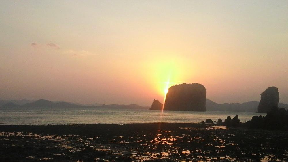Закат на таиских островах