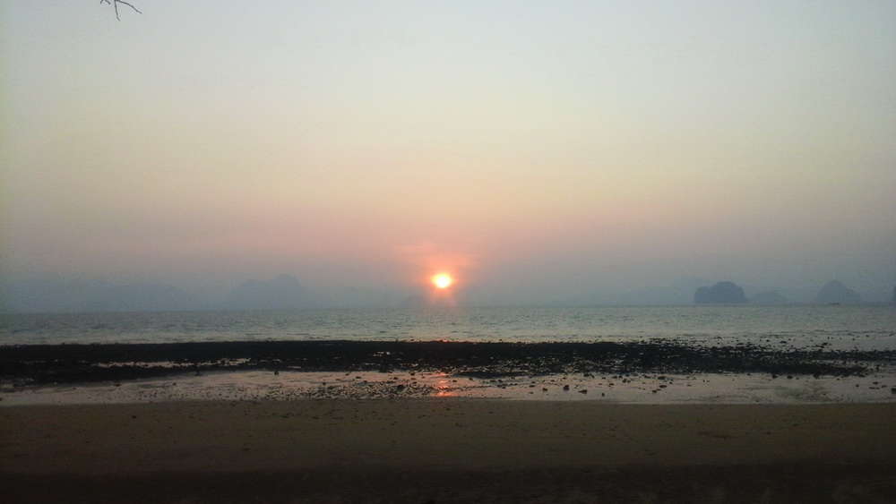 Закат на острове Яо Ной