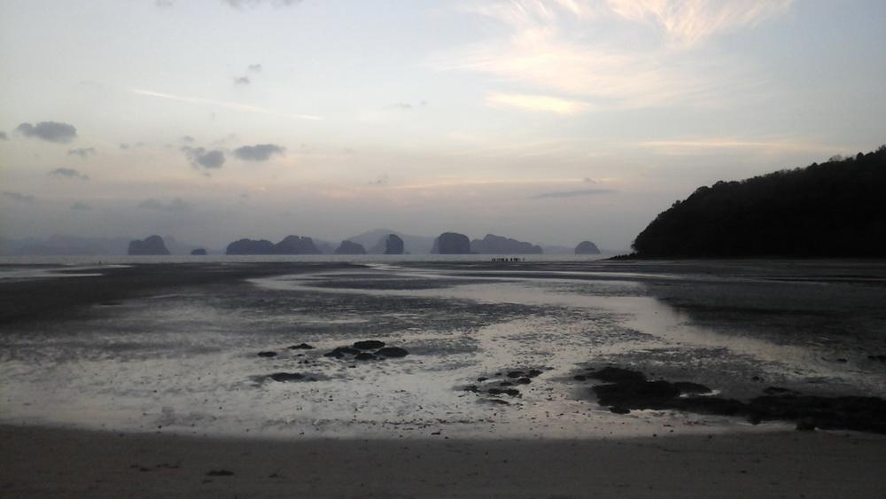Восход, вид из бухты острова Ко Яо Ной, красоту которого не смог передать планшет