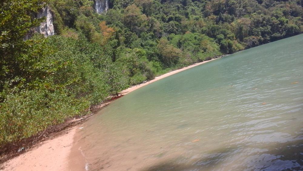 Наш пляж на одном из островов Пханг-Нга